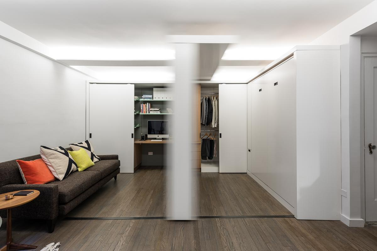 MKCA's 5:1 Apartment uses a motorized wall to switch between two different functional spaces (Photo: Alan Tansey)