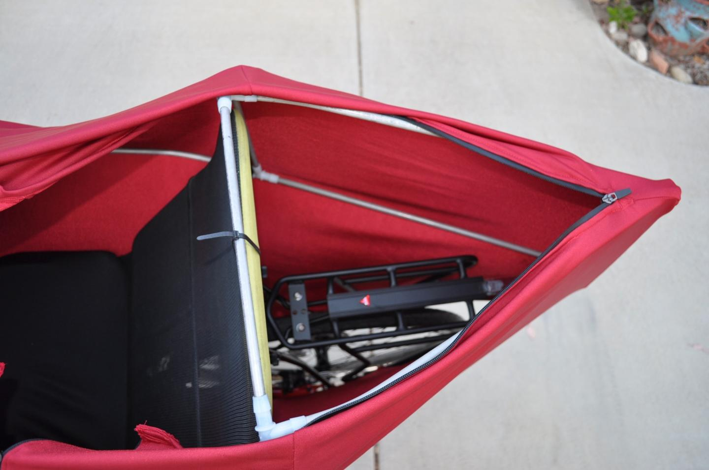 A zipper on the back of the Lightning F-22's shellallows for access to a nylon seat-back bag featuring two small pockets and a single large one, along with an Axiom aluminum alloy cargo rack