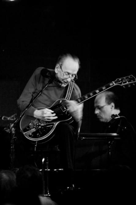 Les Paul Live @ Iridium Jazz Club / NYC (Photo: Thomas Faivre-Duboz, Creative Commons)
