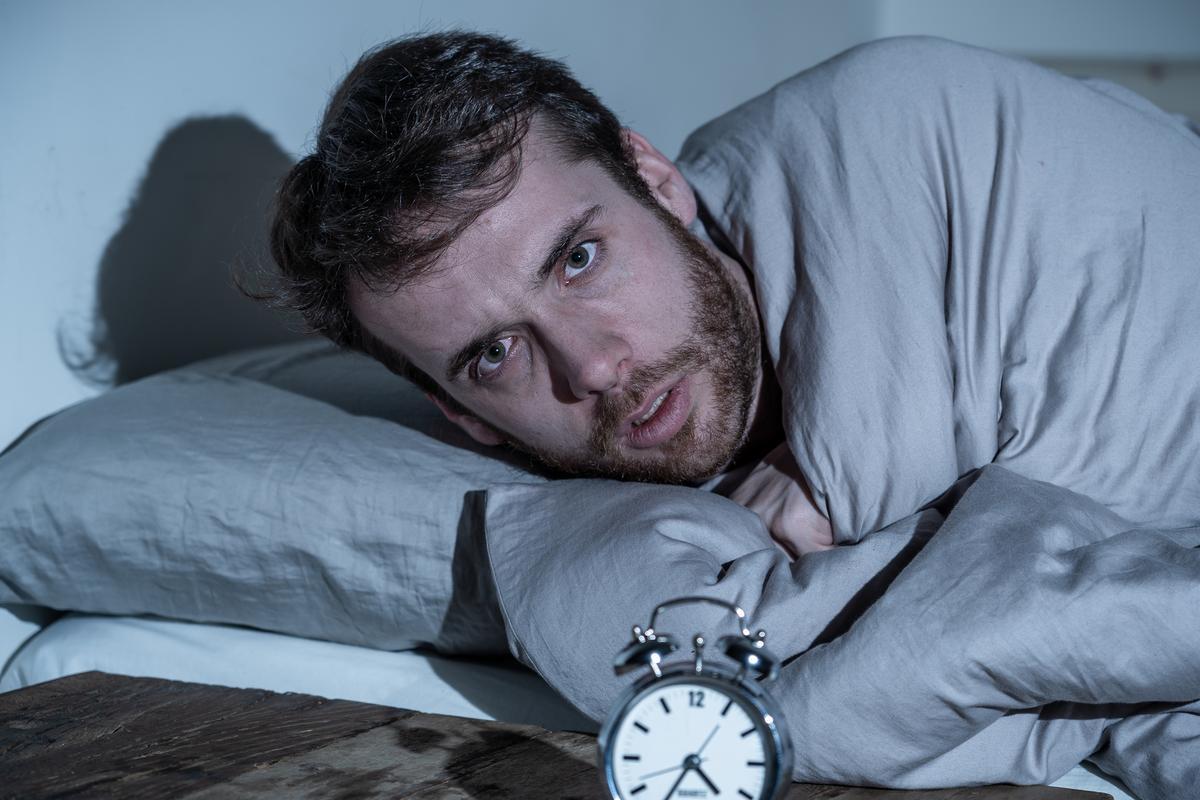 장기 연구에 따르면 중년에 6 시간 미만의 지속적인 수면 시간은 나중에 치매 발병 위험이 30 % 증가한 것과 관련이 있습니다.