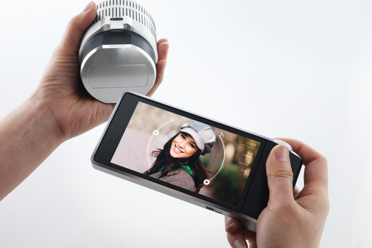 The touchscreen display and lens can communicate independent of the outer frame