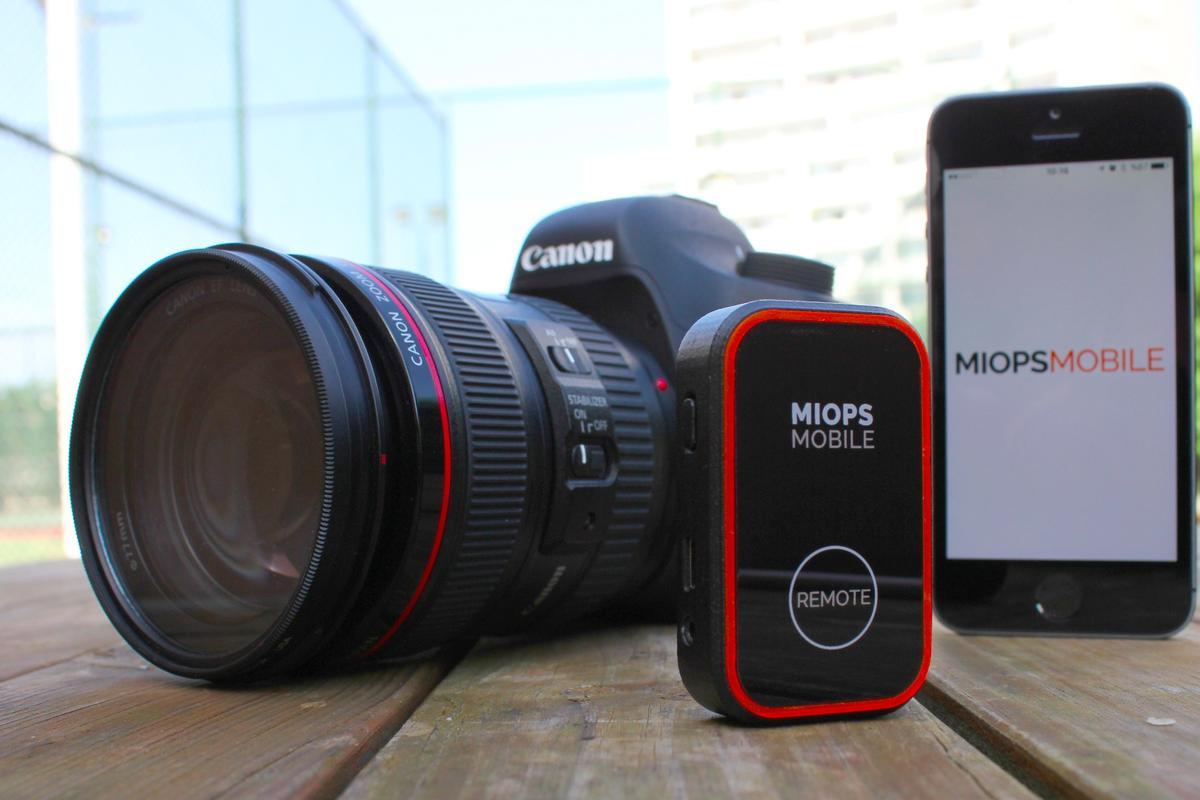 Miops Mobilelets you use asmartphone to remotly triggeracamera