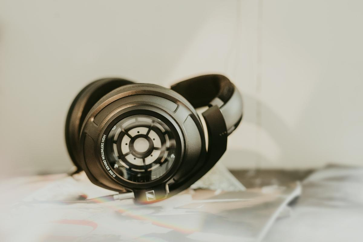 Sennheiser promises open-backed transparency from its closed-back HD 820 headphones