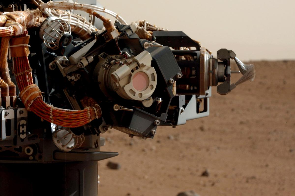 Curiosity's arm close up (Photo: NASA/JPL-Caltech)