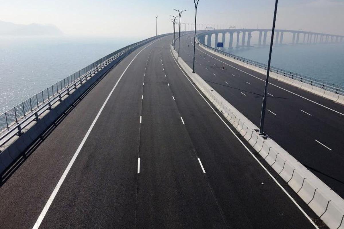TheHong Kong-Zhuhai-Macau Bridge measures55 km (34 miles), includingconnecting roads