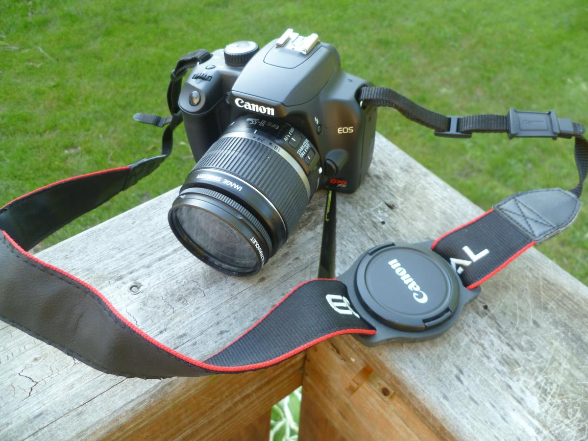 Mark Stevenson has designed a simple solution to allow photographers to secure a lens cap to a camera strap or camera bag between shots