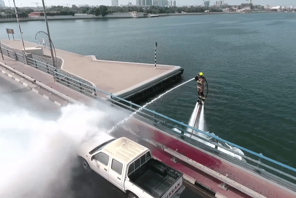 The water jet offers an unlimited source of firefighting water