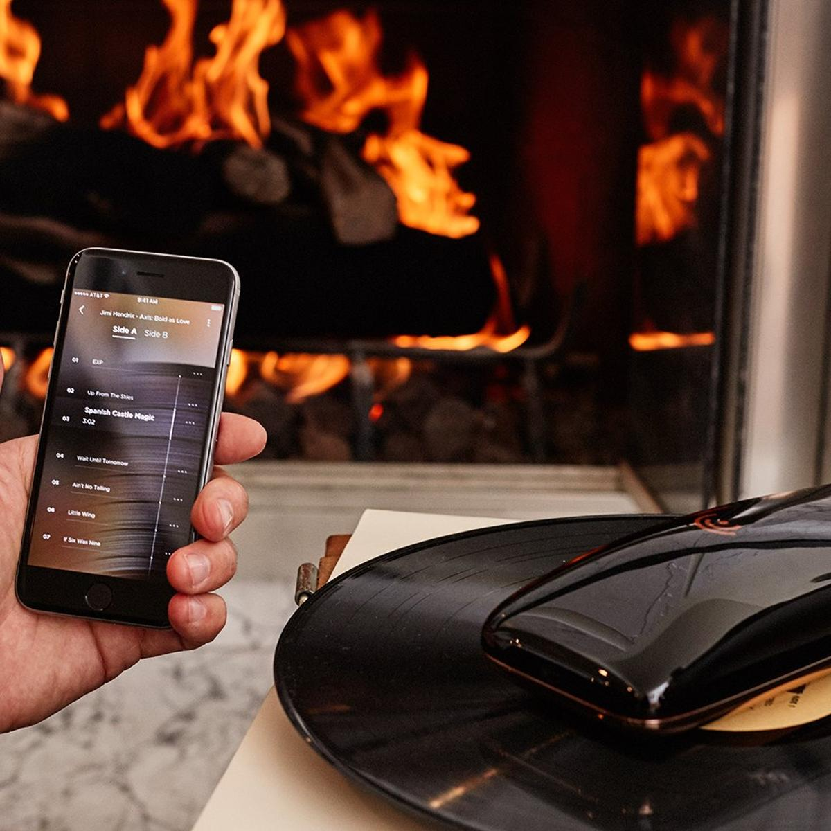 Playback of a vinyl record on the Love systemcan be controlled manually orthrough a companion app running on a mobile device