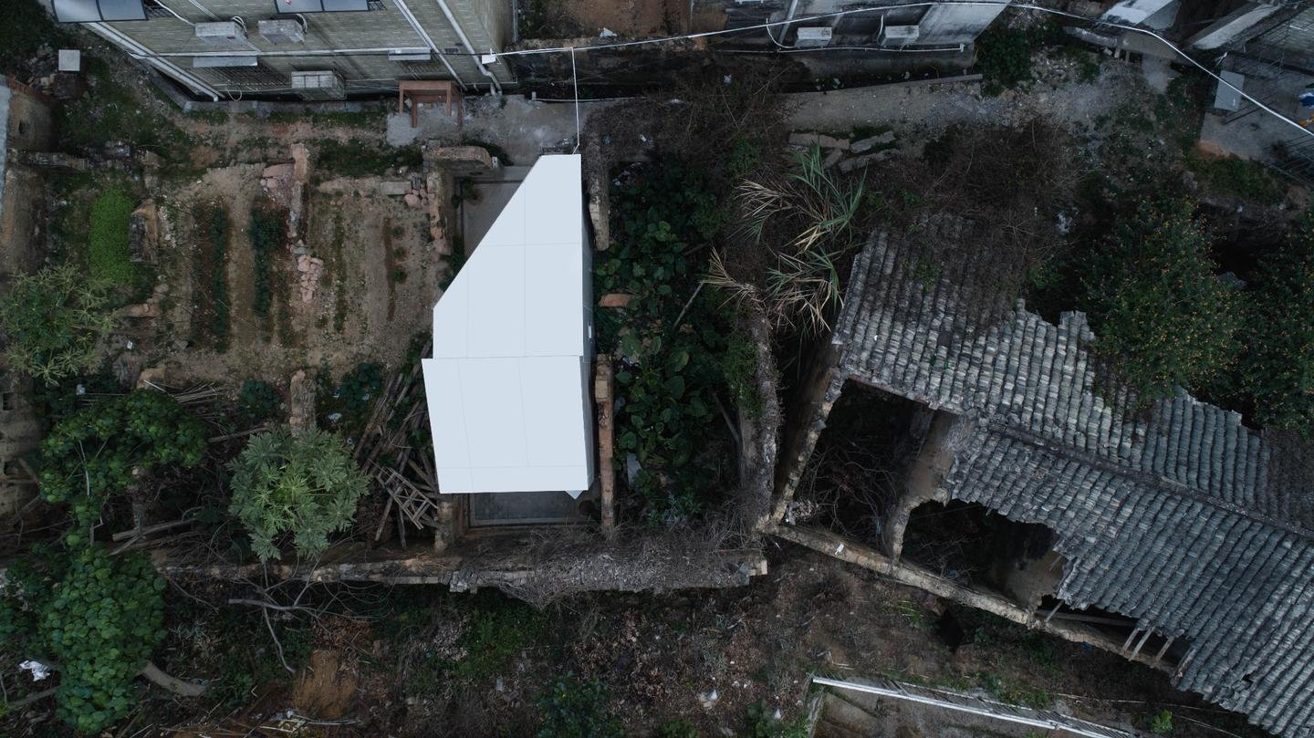 Back in 2016,People's Architecture Office (PAO) designed an interesting modular house that can be built in just a few hours using only a hex key called the Plugin House