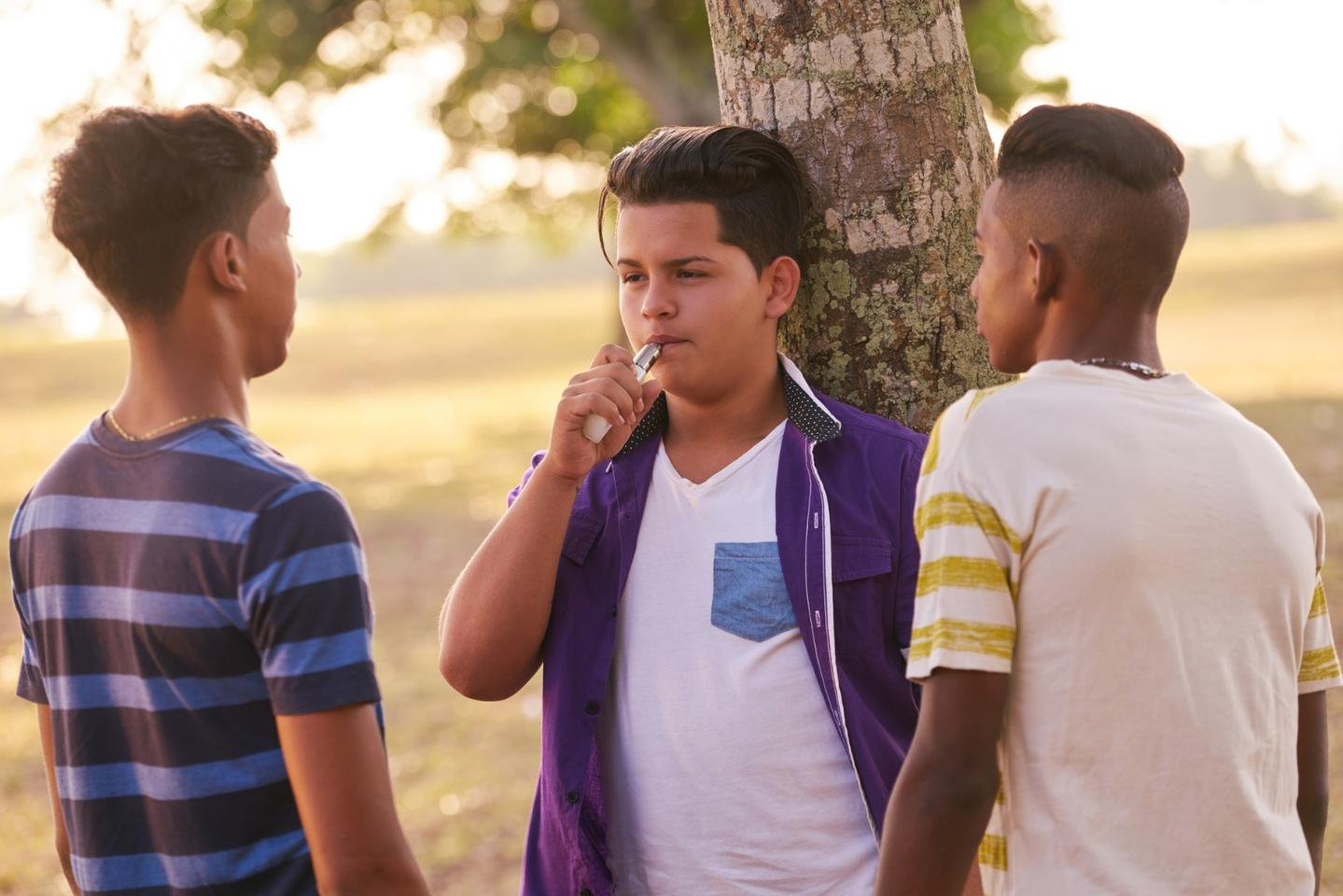 Hospitalizations of teenagers displaying severe lung diseasea has sparked anew wave of health concerns around e-cigarette use