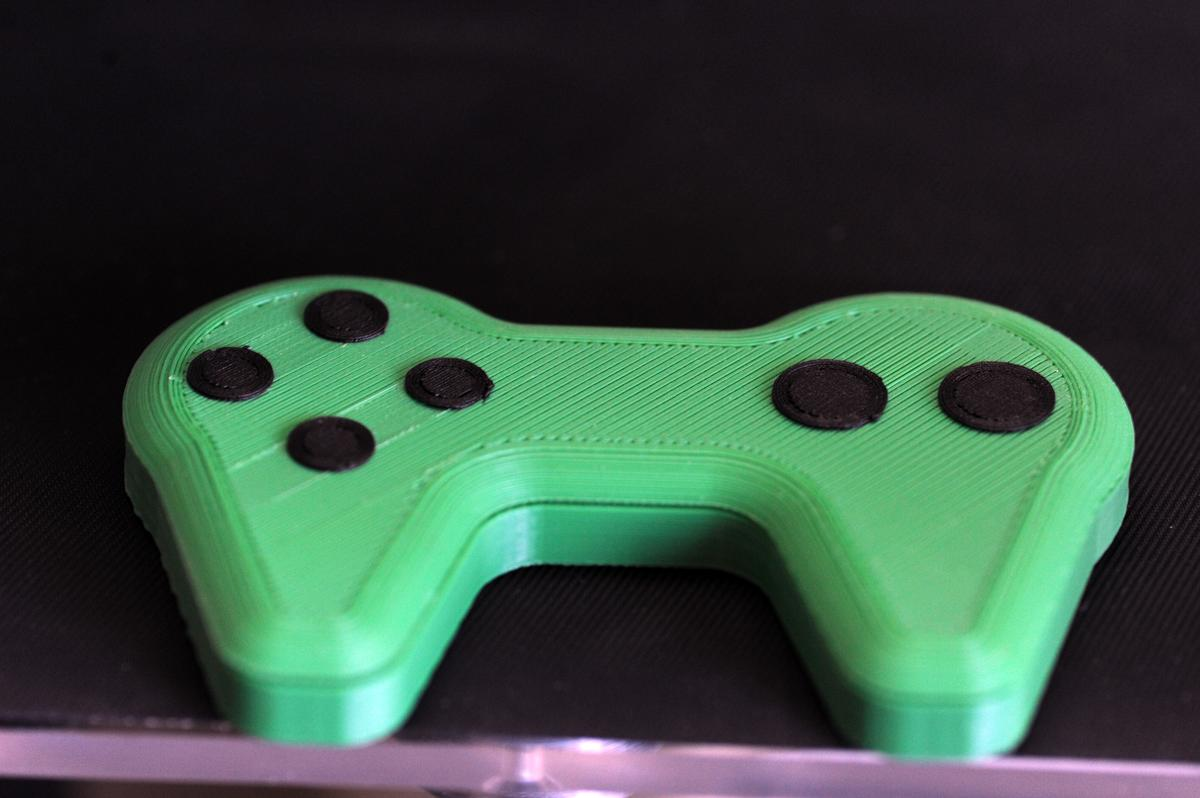 A game 3D-printed game controller with touch-sensitive buttons (Photo: University of Warwick)