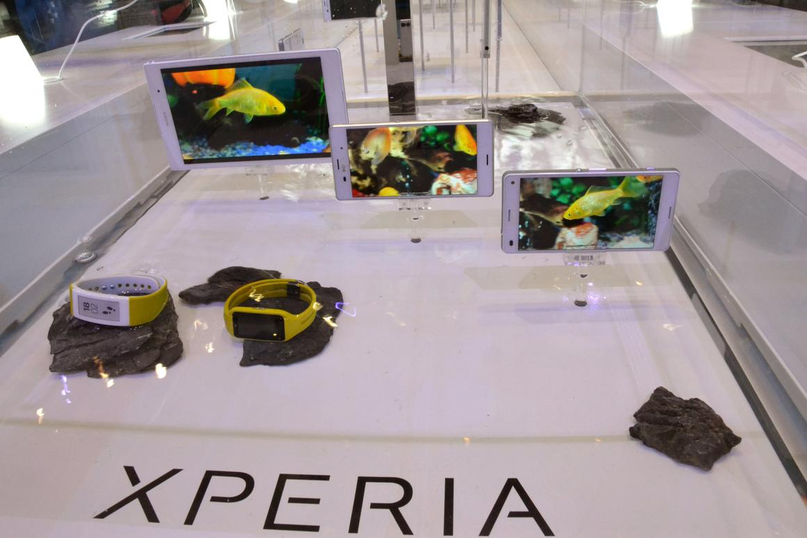 Sony creates an artificial aquarium at IFA by submerging its new Xperia range in a tank of water (Photo: Paul Ridden/Gizmag)