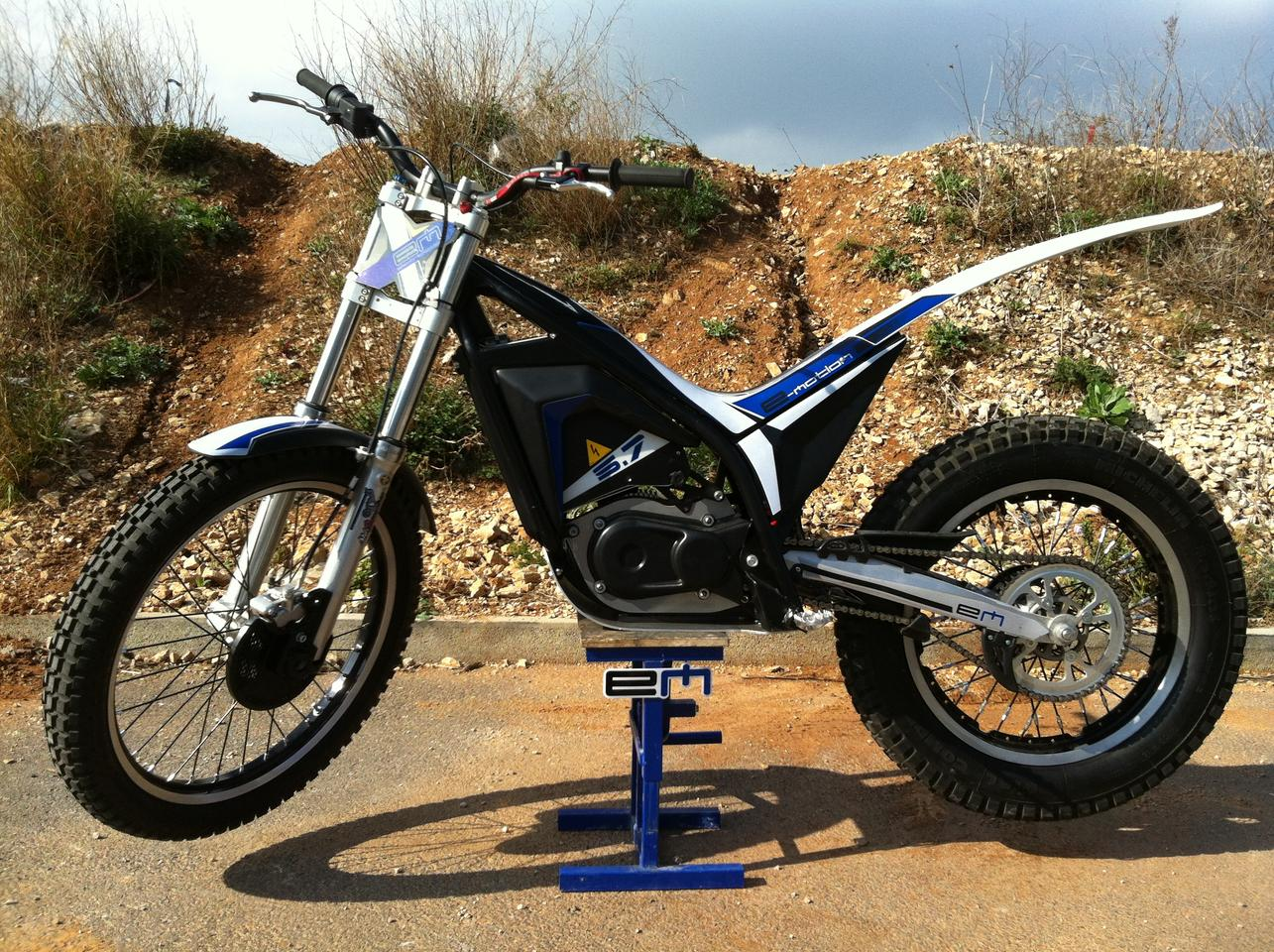 The Electric Motion 5.7 trials bike in competition mode