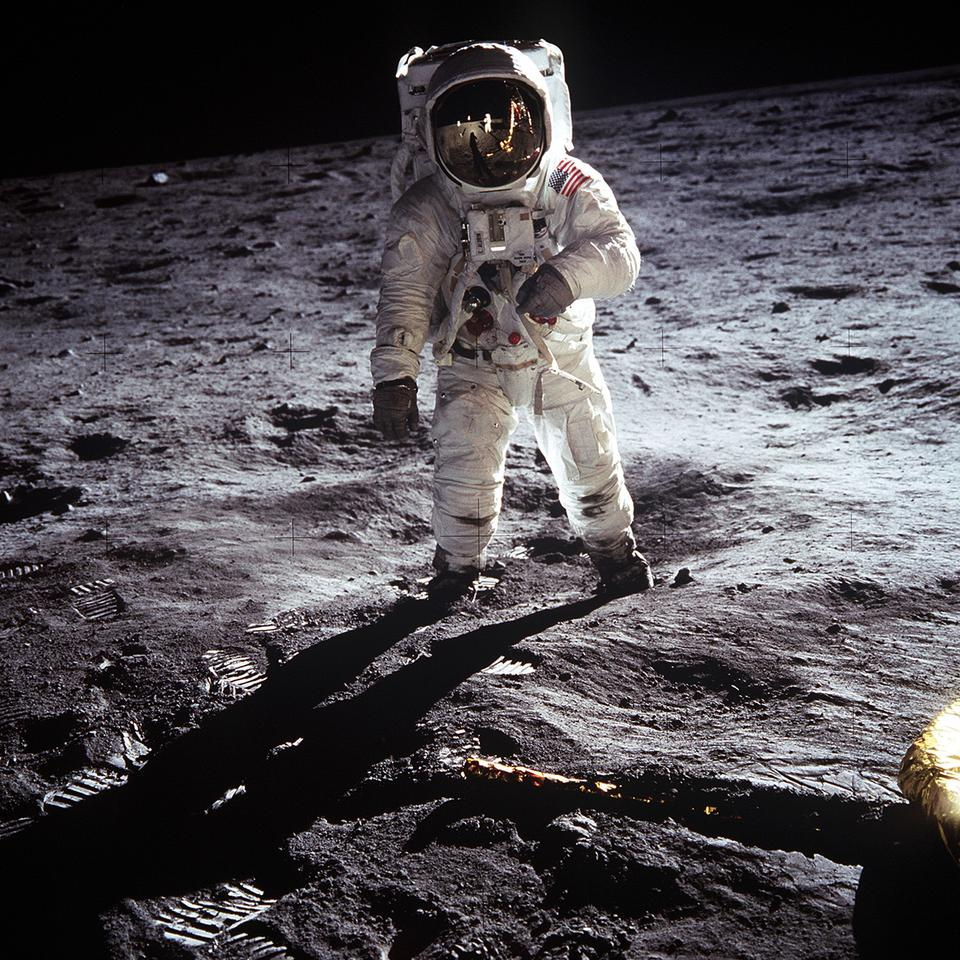 The famous photo of Buzz Aldrin walking on the surface of the Moon during the Apollo 11 mission in which lunar rock samples were collected (Photo: NASA)