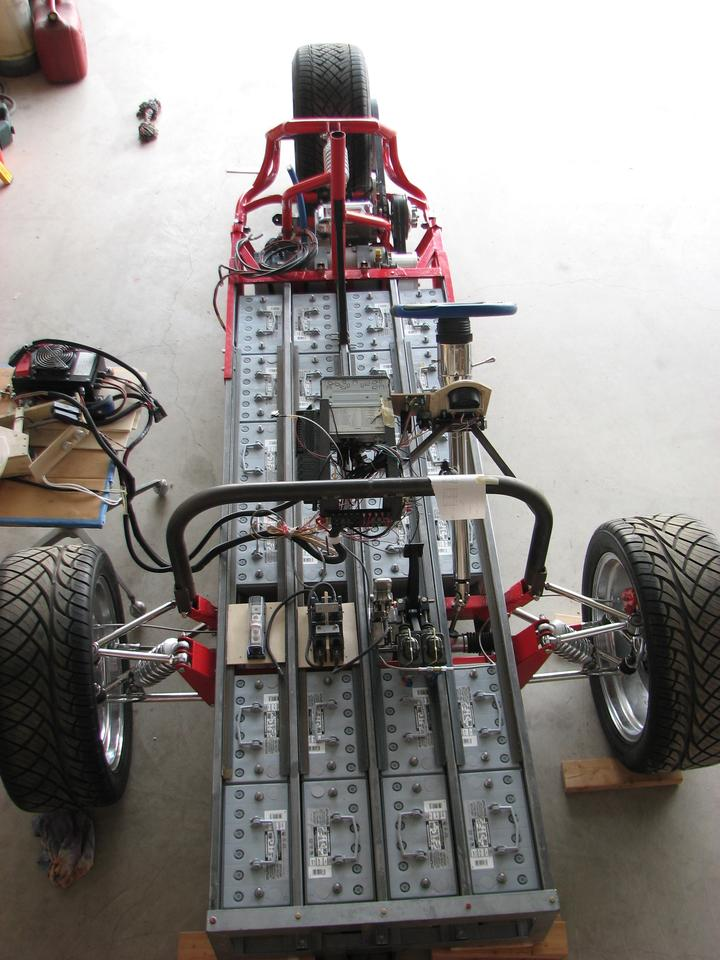 Described as a battery box on wheels, Gary Krysztopik's ZW2C electric trike is little more than a long battery box containing 24 deep cycle lead-acid batteries