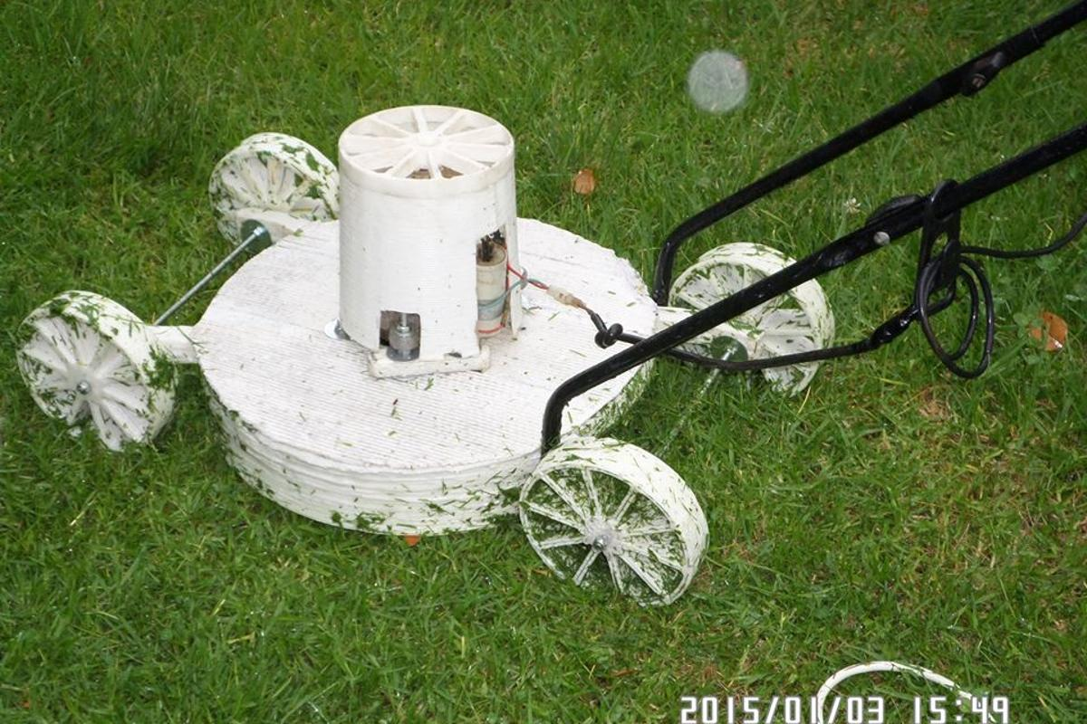 A South African man has used his garage-sized printer to produce a 3D-printed lawn mower