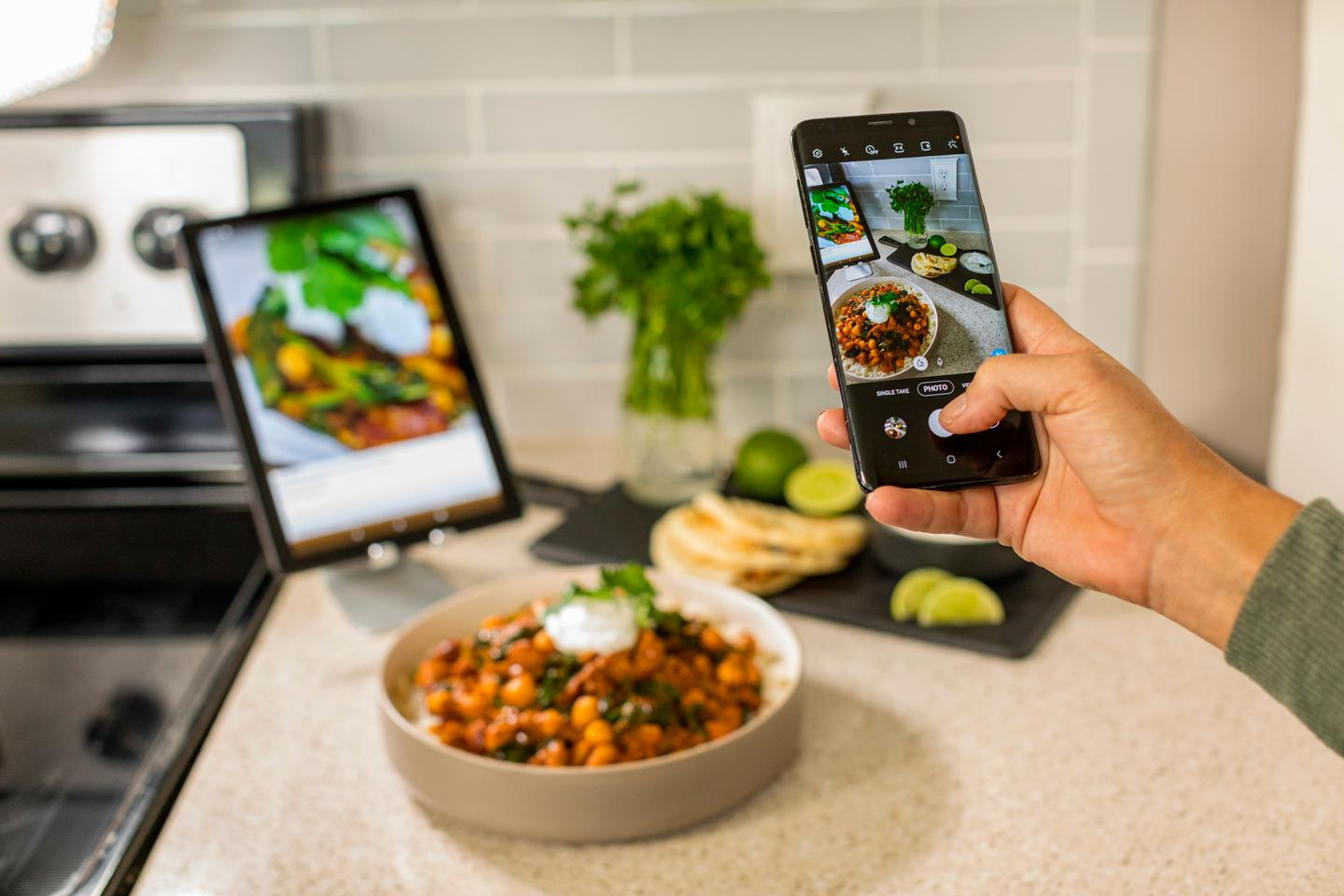 Users can choose between different recipes on the app, created either by company-affiliated chefs or by other Cooksy users