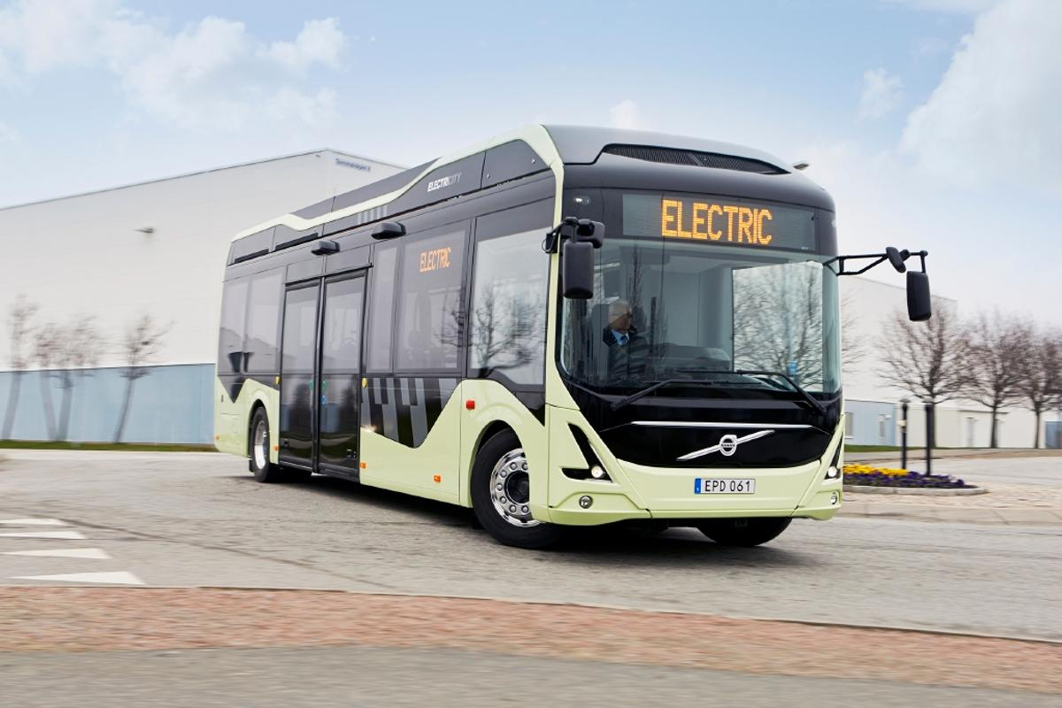 The new bus route 55 in Gothenburg will feature three all-electric buses and seven electric-hybrid buses