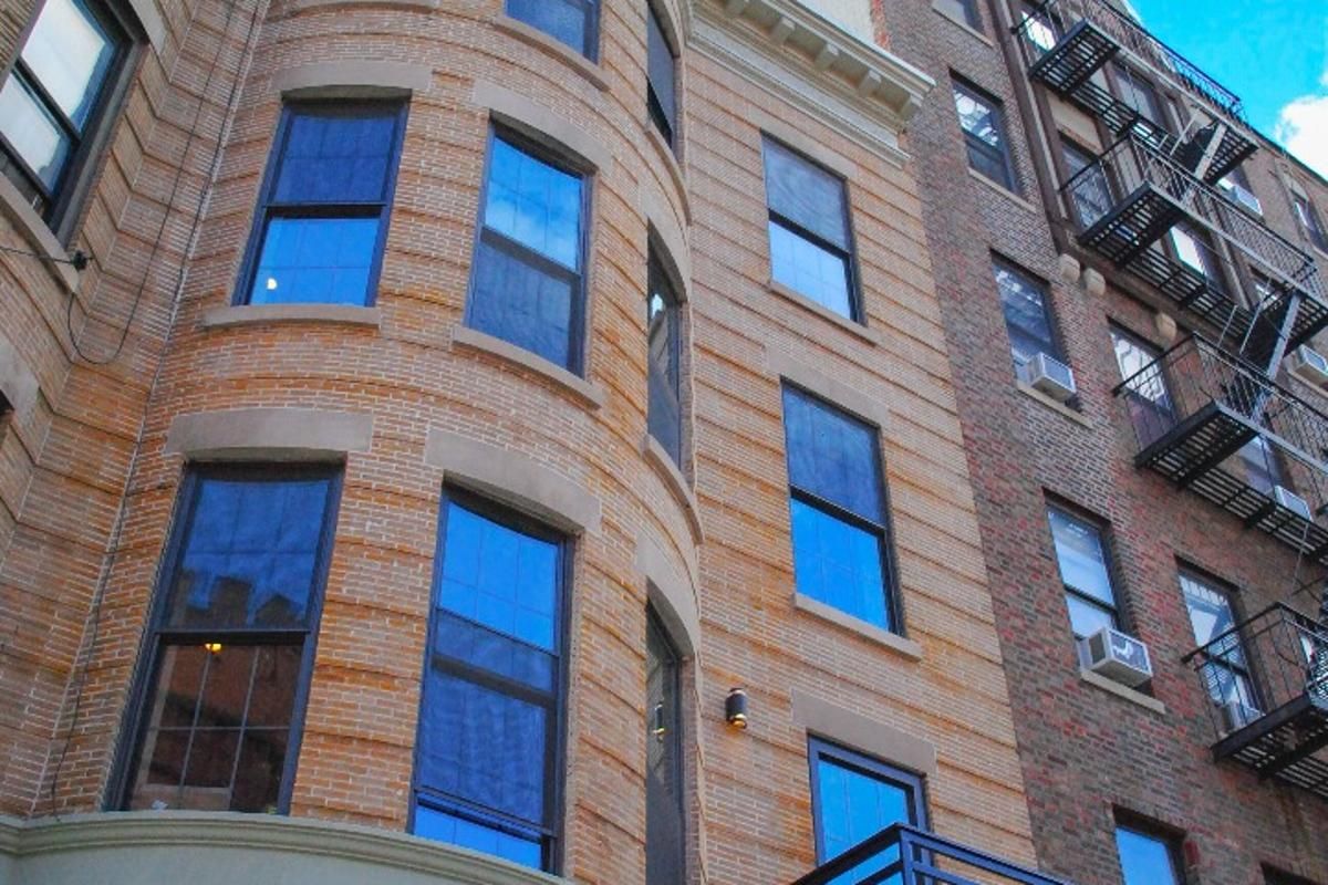 Common's Crown Heights building covers 7,300 sq ft (678 sq m)