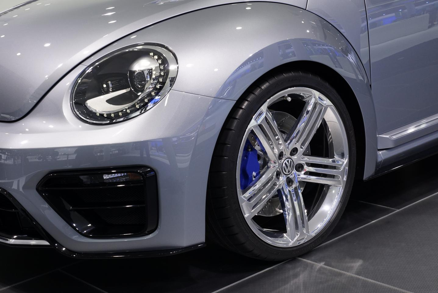 The Beetle R features 20-inch alloy wheels, with blue R-design brake calipers