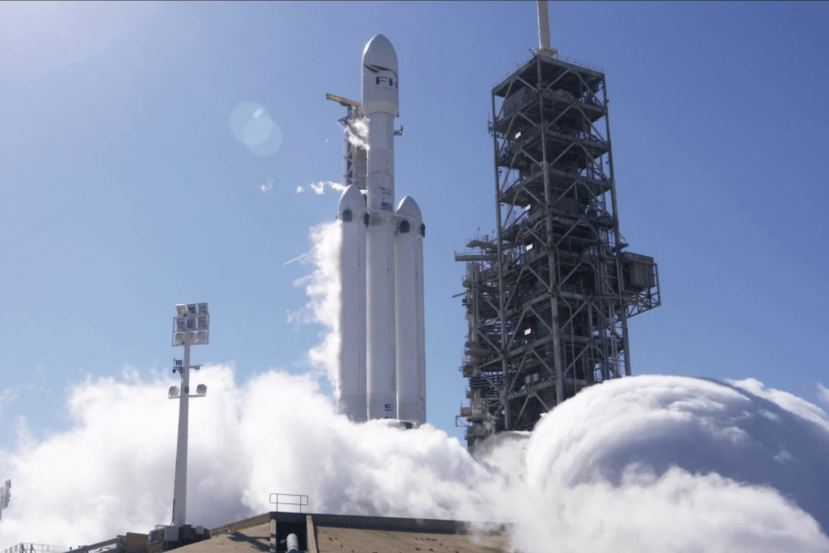 The Falcon Heavy fires up its engines