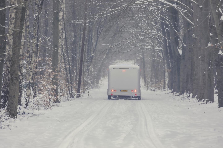 Победете зимните застойни ситуации и се изгубете в заснежената гора или планини