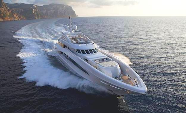 THREE DECK SEMI-DISPLACEMENT OR PLANING MOTOR YACHTS winner M/Y Satori