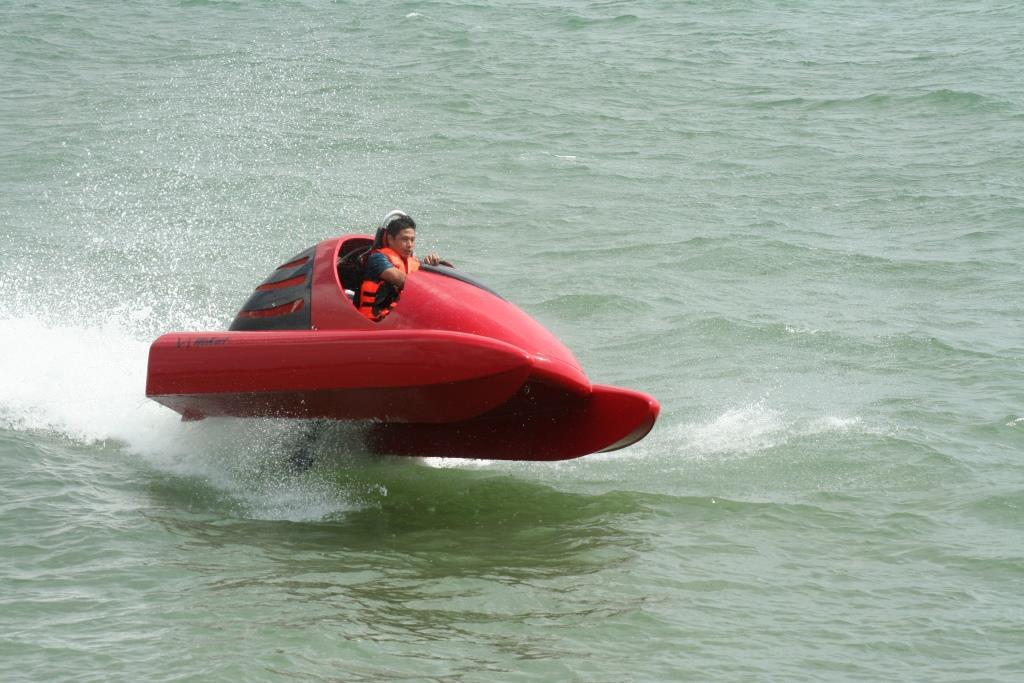 The EUR20,000 (US$26,200) Wokart was conceived as a go-kart for the water (Photo: Wokart)