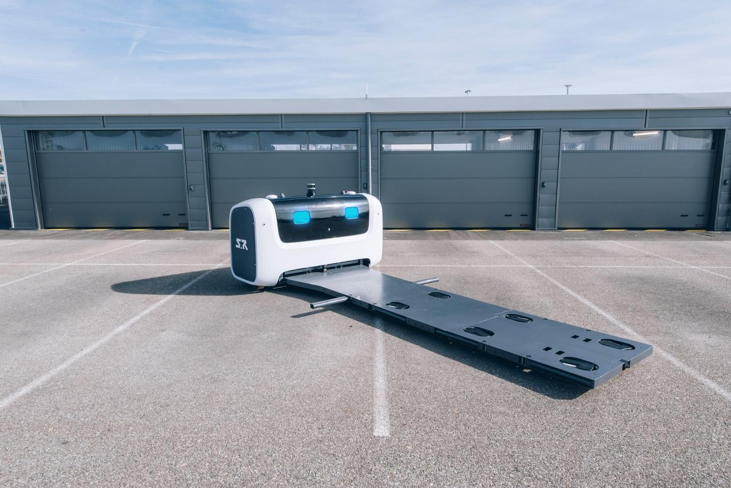 The Stan robot sans car - features a large pickup platform
