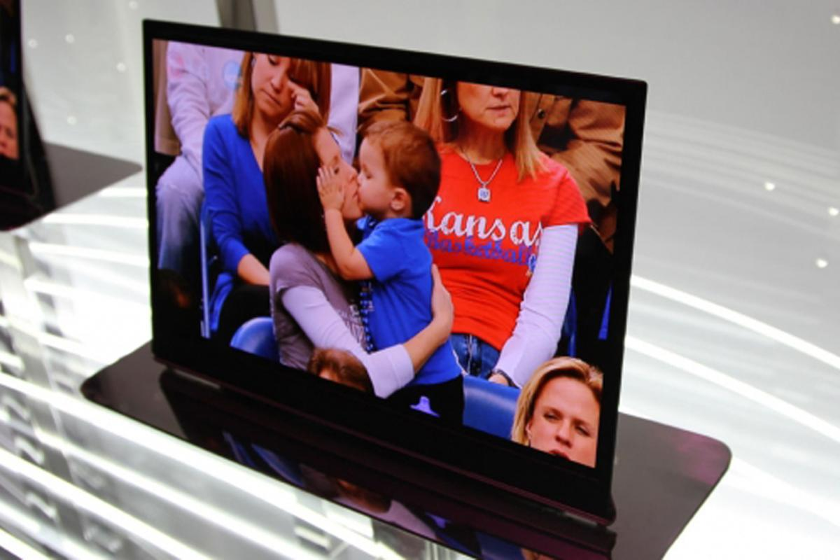 LG's 15-inch OLED TV at CES 2010