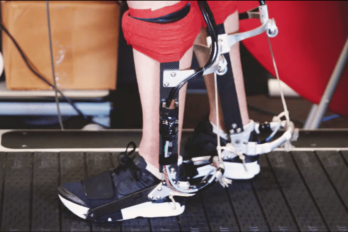 Stanford researchers have created a new exoskeleton that makes running easier