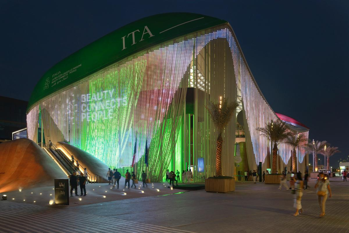 The Italian Pavilion building at Expo Dubai 2020's facade has integrated LED lighting that can be used to display messages