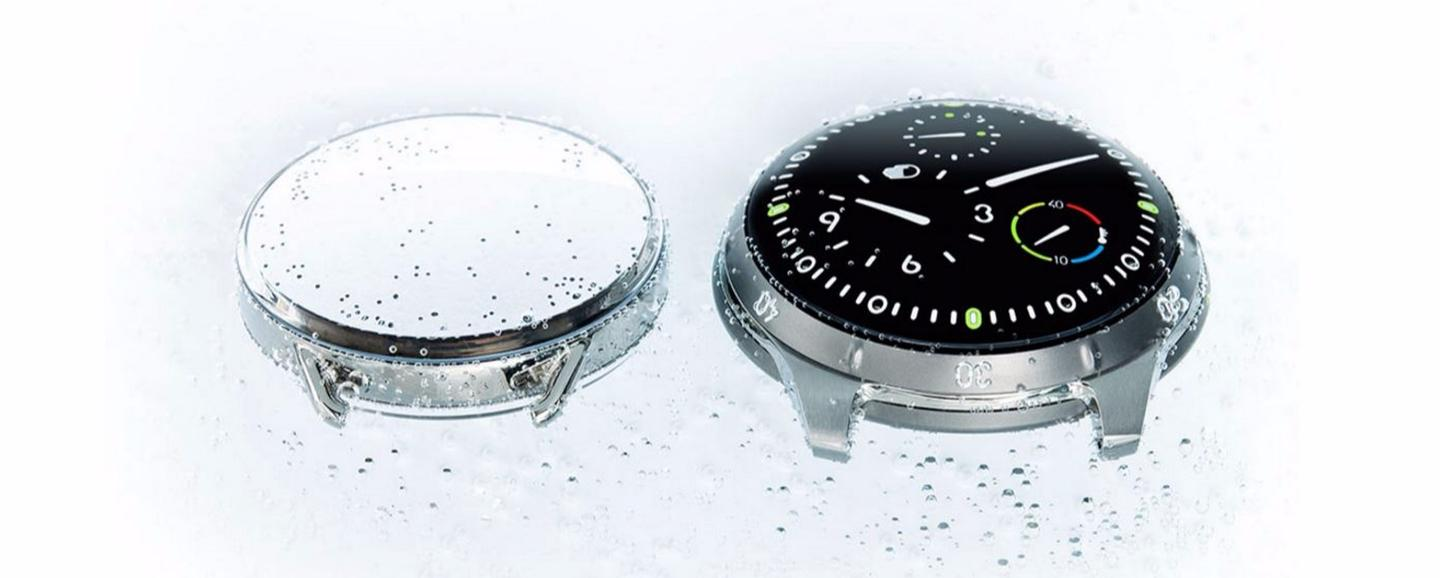 The Ressence Type 5 compared to the reflection on a standard dive watch