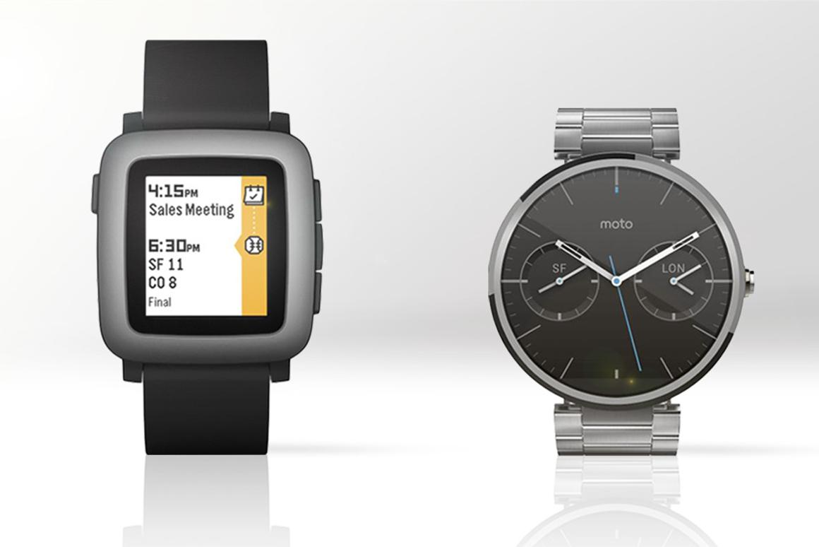 Gizmag compares the features and specs of Pebble Time (left) and the Moto 360
