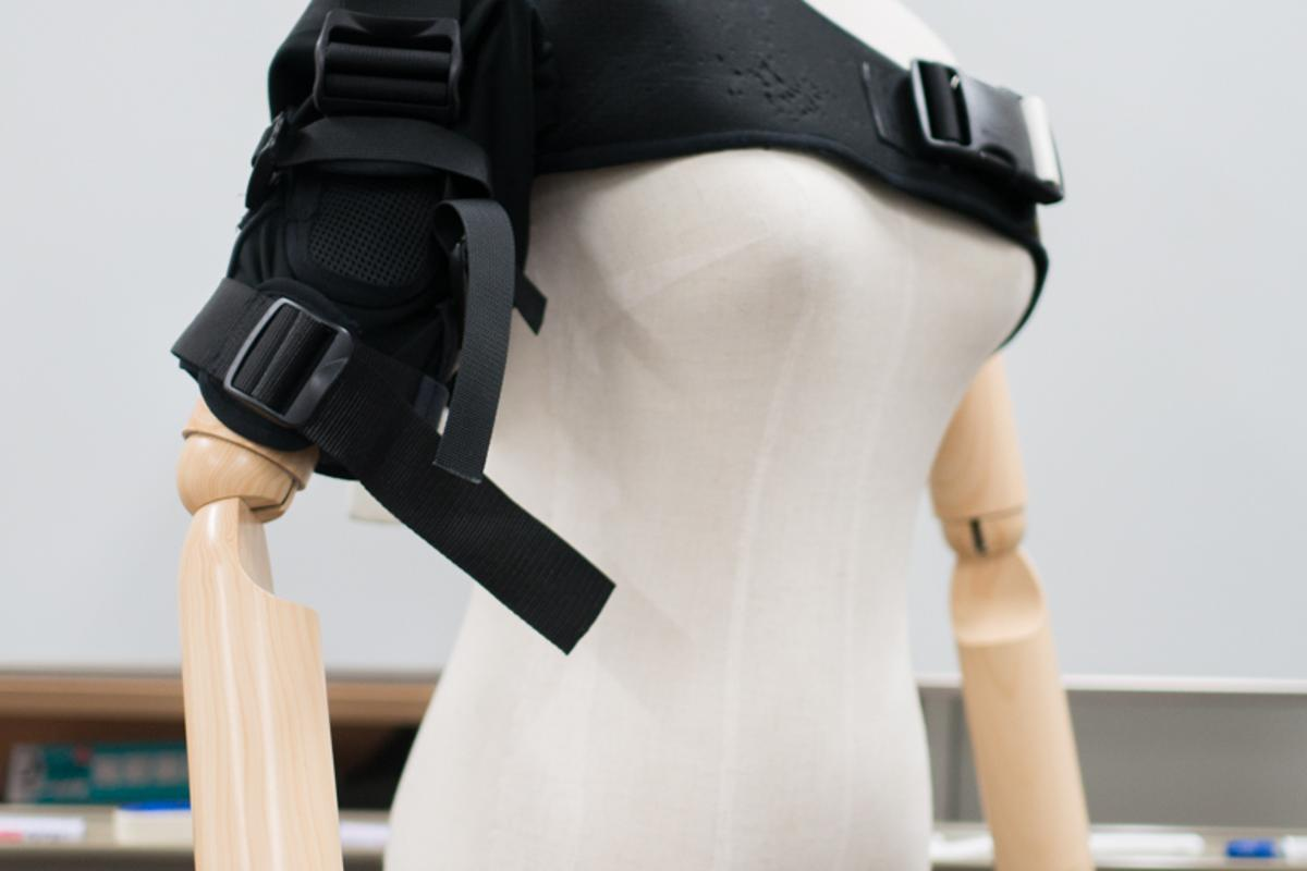 SEnS is a soft exoskeleton that's targeted towards improving sensorimotor performance by reducing muscle loads at specific points (Photo: Hiroshima University)