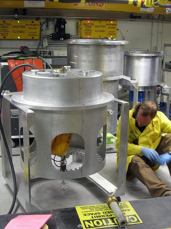 Rakovan was able to examine the minerals using a technique called neutron diffractometry