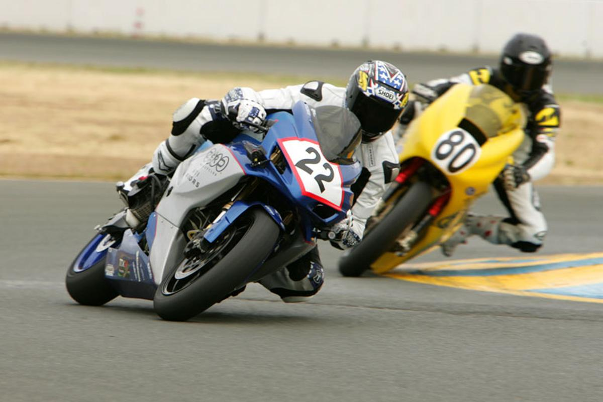 Shawn Higbee on the ZeroAgni bike, followed by Michael Barnes riding for Lightning Motorcycles