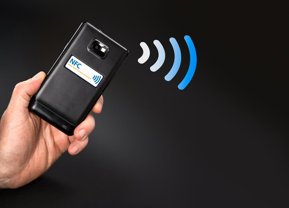 The rectenna label utilizes NFC technology to transmit data, using power harvested from the radio waves of the consumer's smartphone (Photo: Shutterstock)