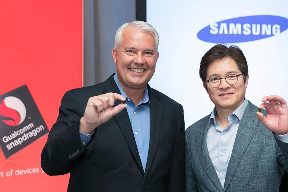 Qualcomm's Keith Kressin and Samsung's Ben Suh show off the 10-nanometer Snapdragon 835 in New York