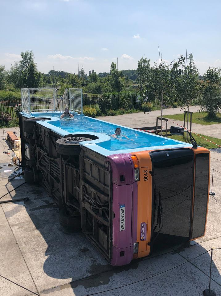 Bus Piscine was tilted on its side and fitted with a custom shell, allowing it to hold water