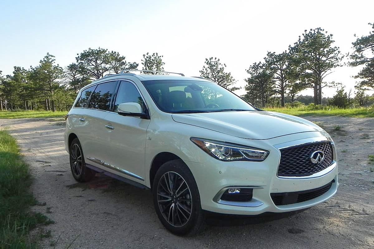 Updates for the 2016 model year to the QX60 include new headlights and taillamps for a more contemporary look and added sound insulation for better noise control at speed