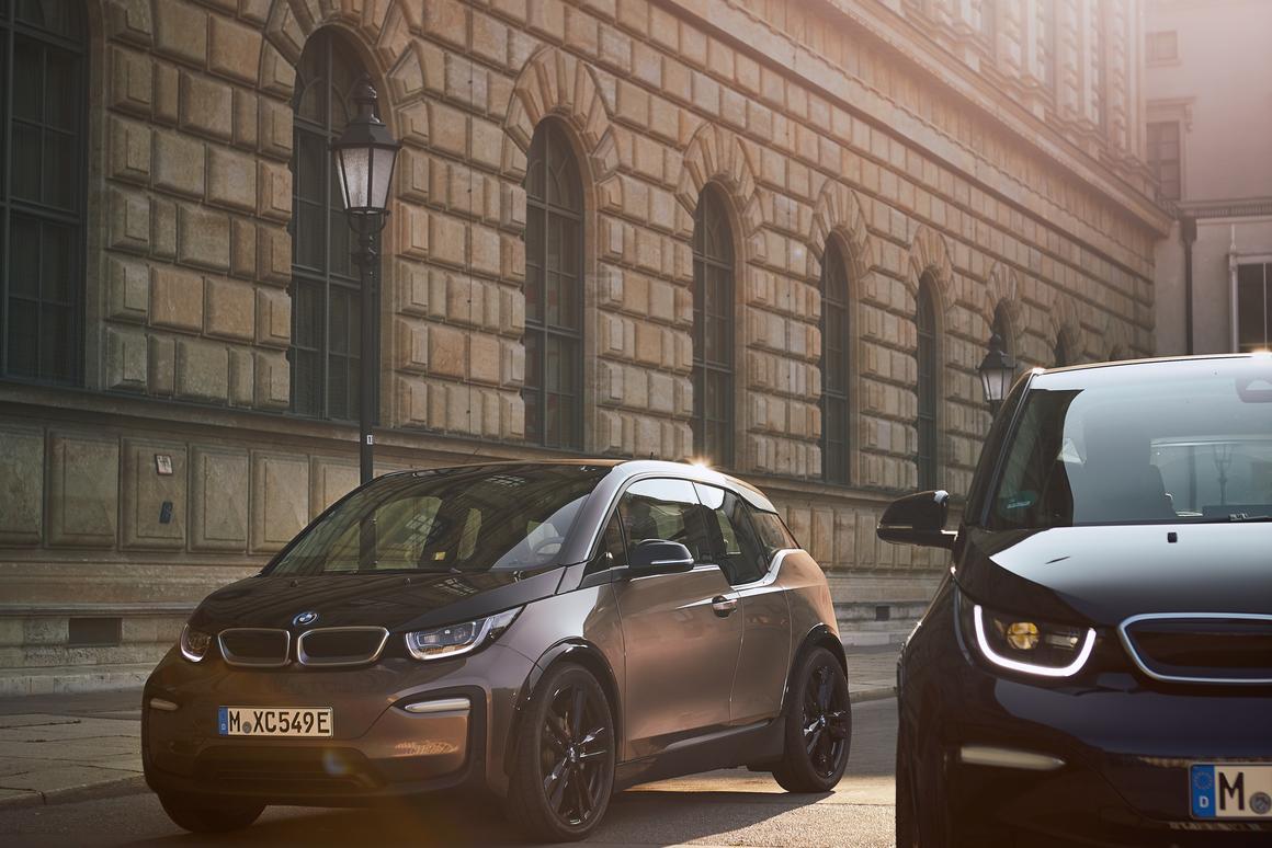 BMW beefs up its EV battery for 160-mile i3