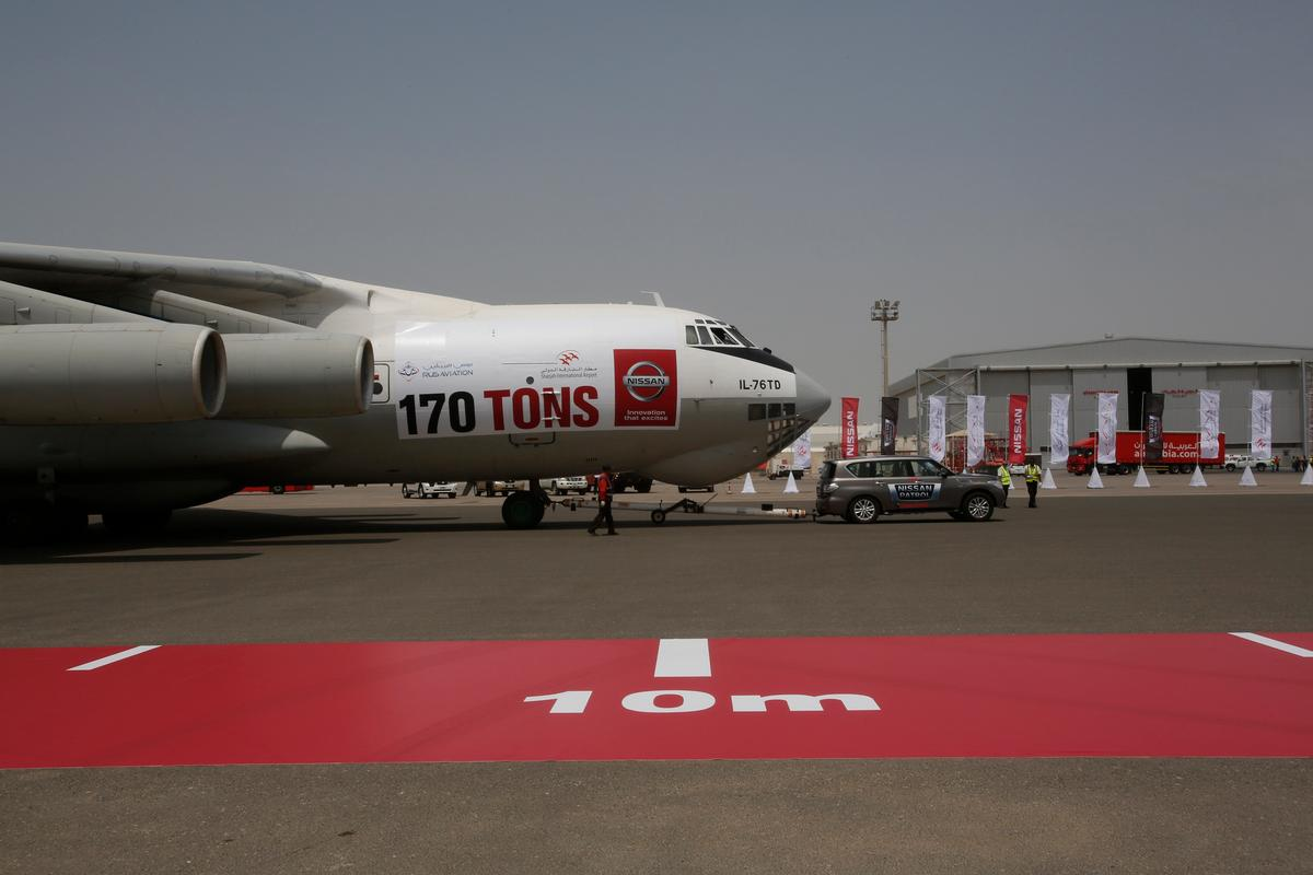 The Nissan Patrol towed the Ilyushin Il-76 cargo plane over 50 m