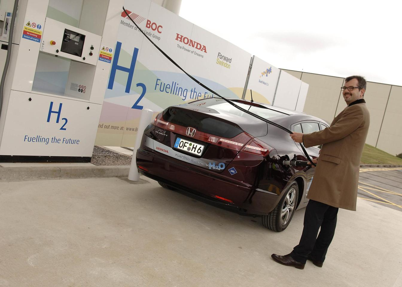A Honda FCX Clarity being refueled at the UK's first open access hydrogen filling station, in Swindon
