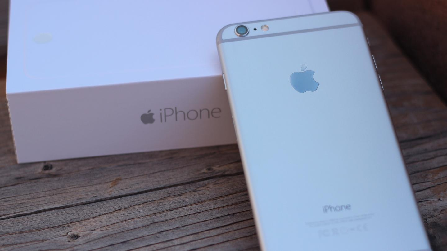 The iPhone 6 Plus has an aluminum unibody design (Photo: Will Shanklin/Gizmag.com)