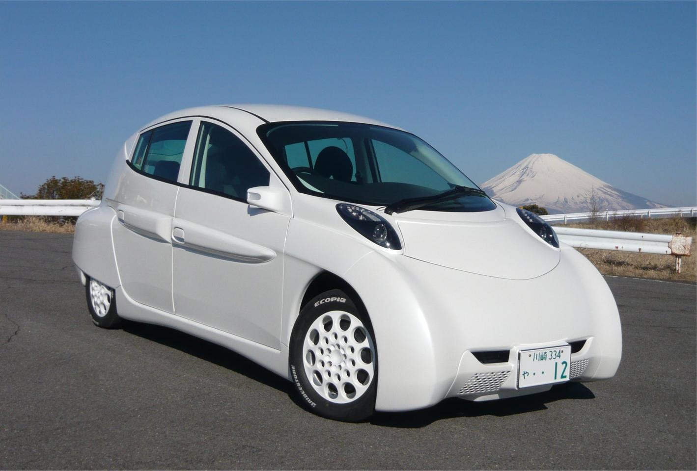 The prototype SIM-LEI electric car has a claimed range of 300 kilometers, traveling at a constant speed of 100 km/h
