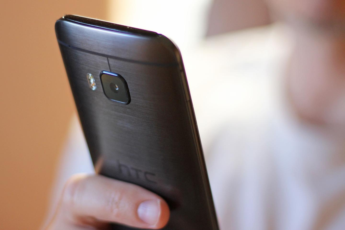 The One M9's 20 MP rear camera is one of its highlights (Photo: Will Shanklin/Gizmag.com)