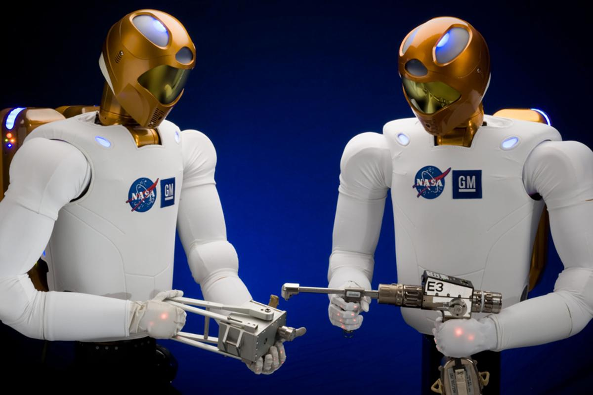 Robonaut 2 can use the same tools as ISS crew members