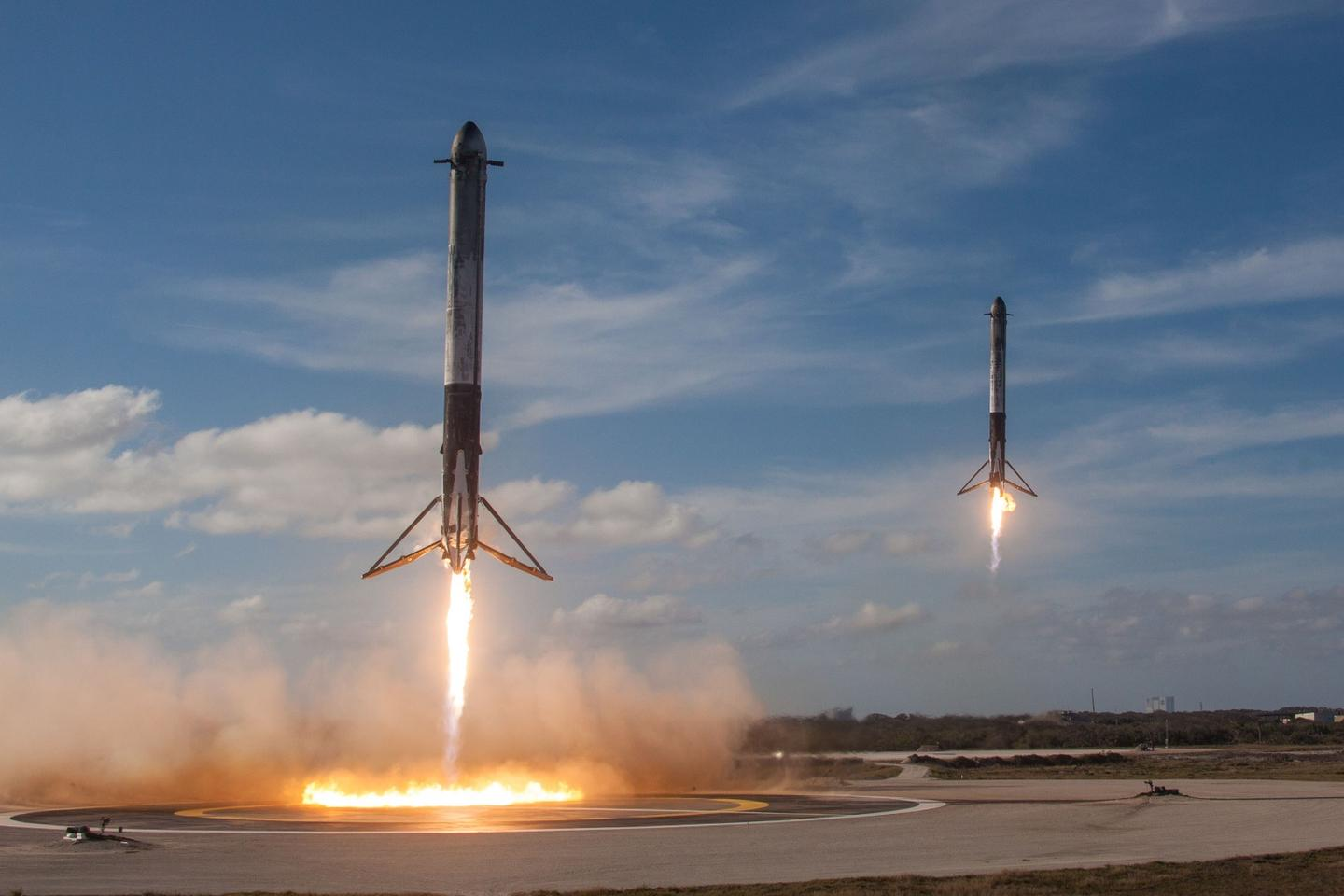 Falcon Heavy side boosters landing at Cape Canaveral