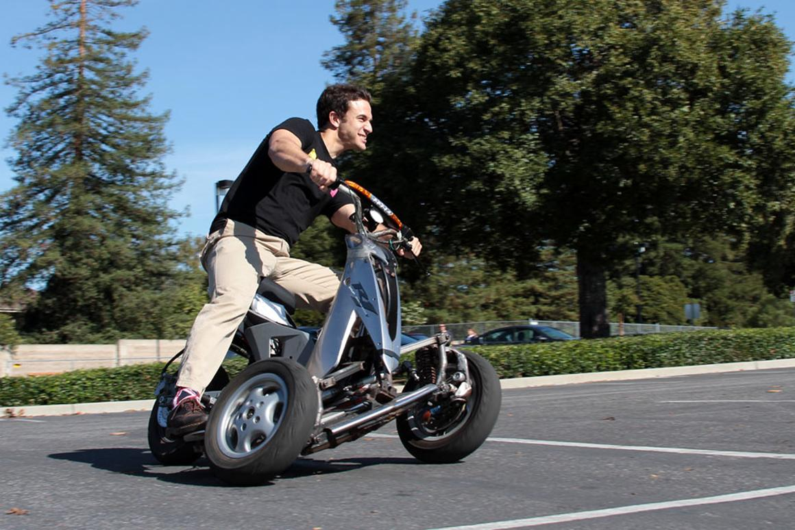 Sway unveils its sporty tilting three-wheel e-scooter prototype